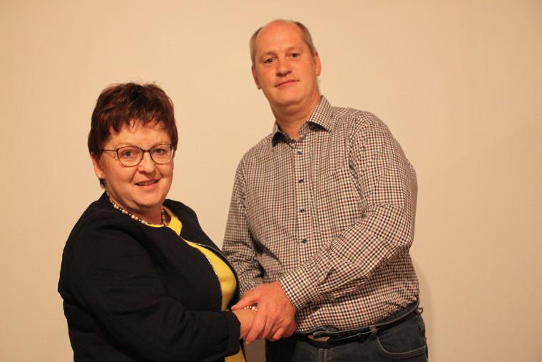 Kreisvorsitzende Brigitte Scharf gratuliert Thomas Döhler zur Landratskandidatur